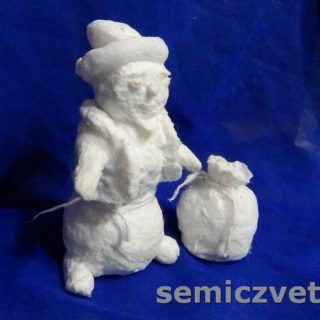 Заготовка игрушки из ваты Снеговик готова к покраске