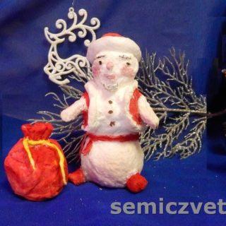 Игрушка из ваты Снеговик в наряде Деда Мороза