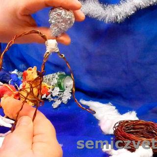 Формовка из фольги головы будущей игрушки на проволочном каркасе