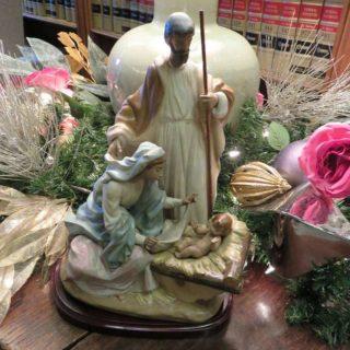 Дева Мария и младенец Христос, плотник Иосиф. Выставка «Рождество Христово в искусстве». Даллас. Техас