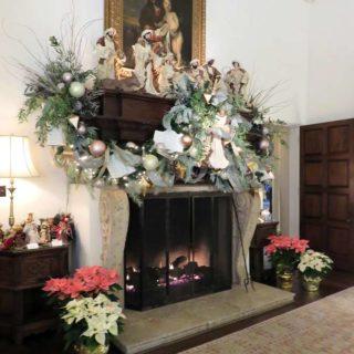 Гостиная особняка ДеГольер. Выставка «Рождество Христово в искусстве». Даллас. Техас