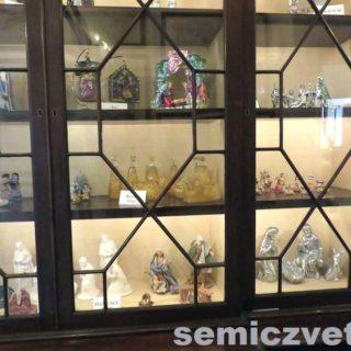 Сувениры. Статуэтки. . Выставка «Рождество Христово в искусстве». Даллас. Техас