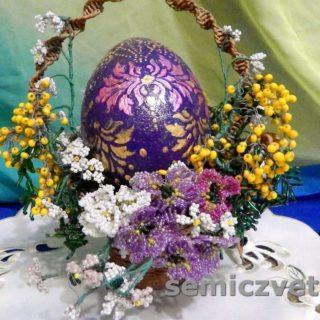 Пасхальный подарок: корзинка и яйцо