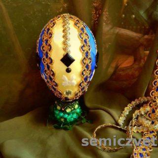 Декорированное пасхальное яйцо